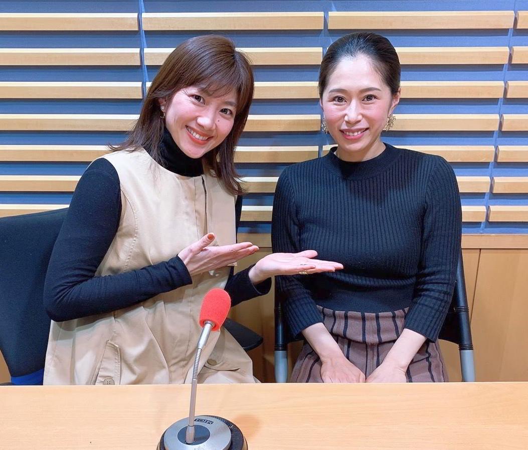 潮田玲子さん(左)のラジオ番組に出演した際の筆者