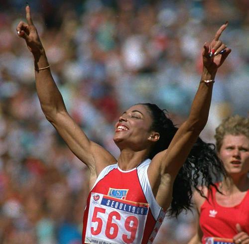 ソウル五輪陸上女子100メートルで優勝したフローレンス・ジョイナー
