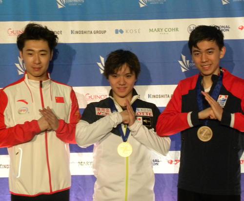 2019年2月、4大陸選手権で優勝した宇野(中央)