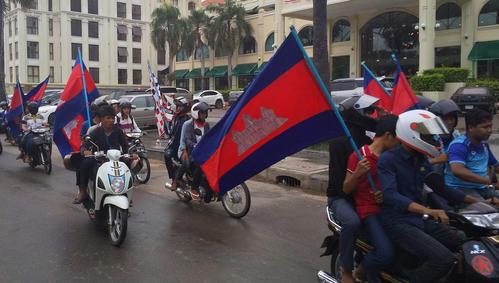 選手を後押しするカンボジアの熱心なサポーター