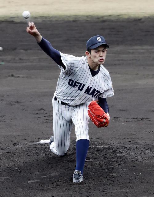 3月31日の練習試合、作新学院戦で力投する佐々木