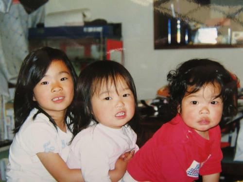レスリングを始める前の川井3姉妹。左から6歳の梨紗子、3歳の友香子、2歳の優梨子