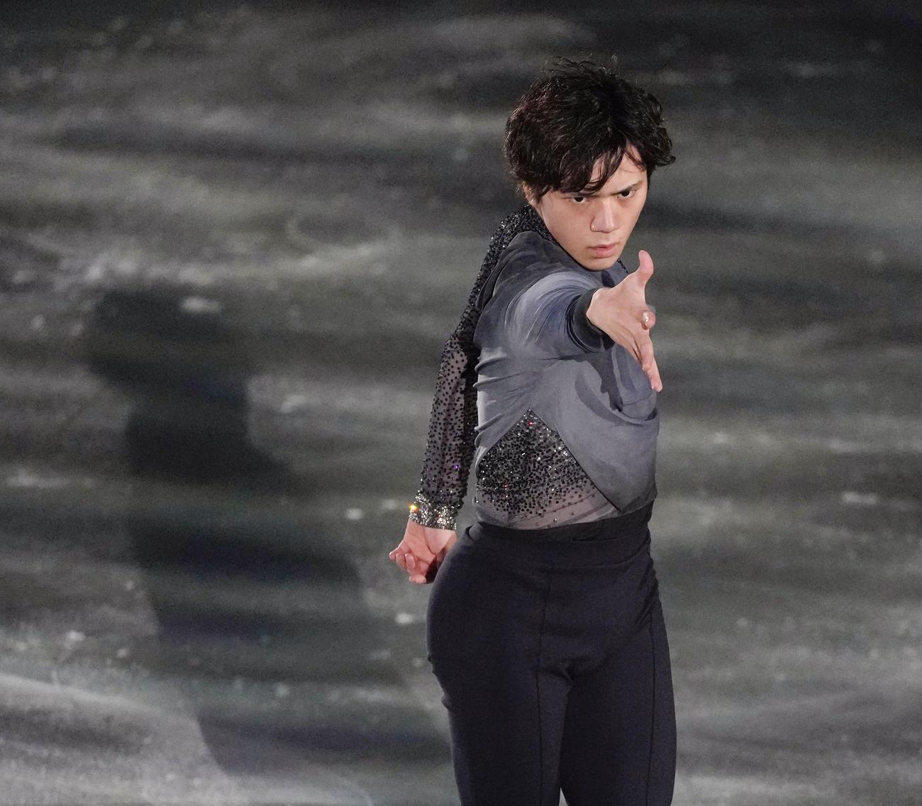 世界フィギュアスケート国別対抗戦エキシビション エキシビションで演技する宇野昌磨(代表撮影)