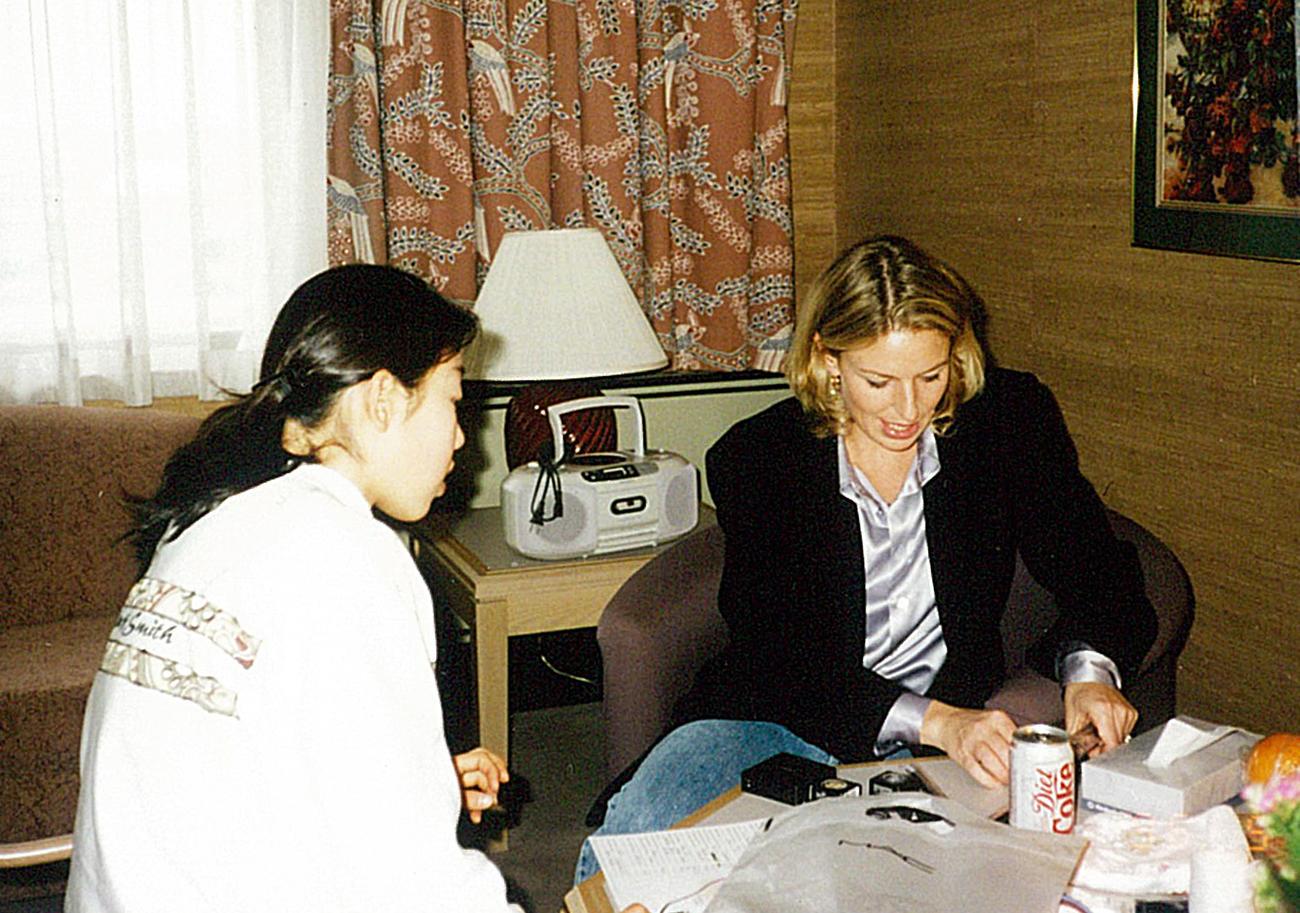 96年8月、カナダで振付師ローリー・ニコルさんの指導を受ける当時15歳の村主章枝(本人提供)