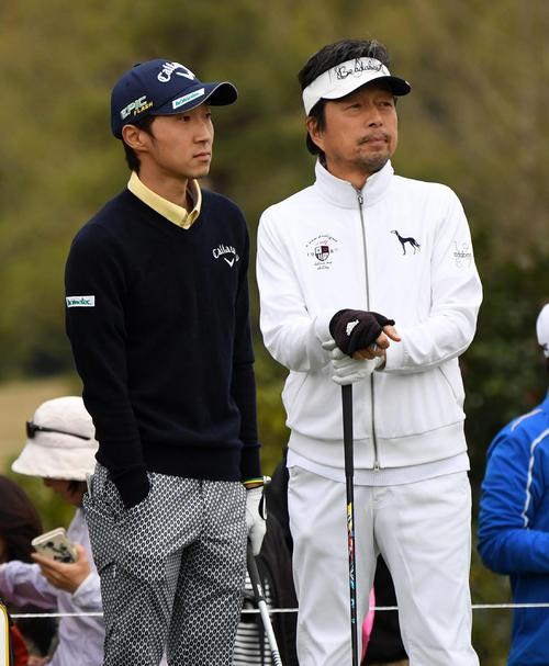プロアマ戦に出場した重永(左)と俳優の中村雅俊(撮影・前岡正明)
