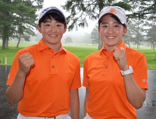 3アンダーで首位に並んだ双子の岩井姉妹。明愛(左)と千怜(撮影・吉池彰)
