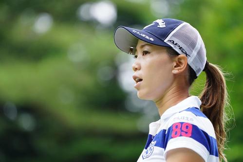 NEC軽井沢72トーナメントプロアマ大会 1番、参加者のティーショットを見つめる上田(撮影・加藤諒)