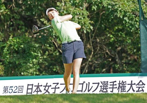 14番、ティーショットを放つ渋野日向子(撮影・清水貴仁)