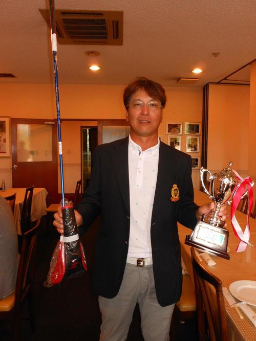 日刊アマゴルフ2019関西シングルプレーヤーズ・シニア選手権で優勝した吉本隆弘(撮影・横田和幸)