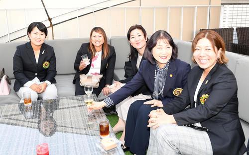 https://www.nikkansports.com/sports/golf/news/img/201910020000594-w500_1.jpg