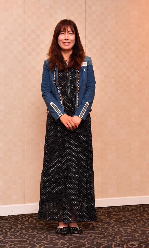 前夜祭でドレスアップする李知姫(撮影・上田博志)
