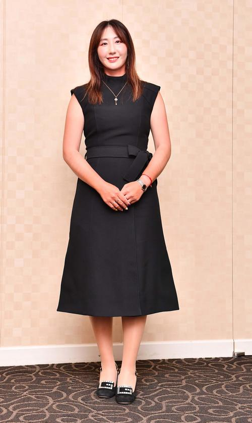 前夜祭でドレスアップするペ・ソンウ(撮影・上田博志)