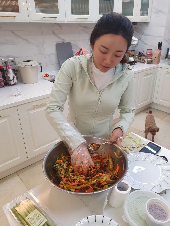 韓国の自宅で手料理に励むイ・ボミ(本人提供)