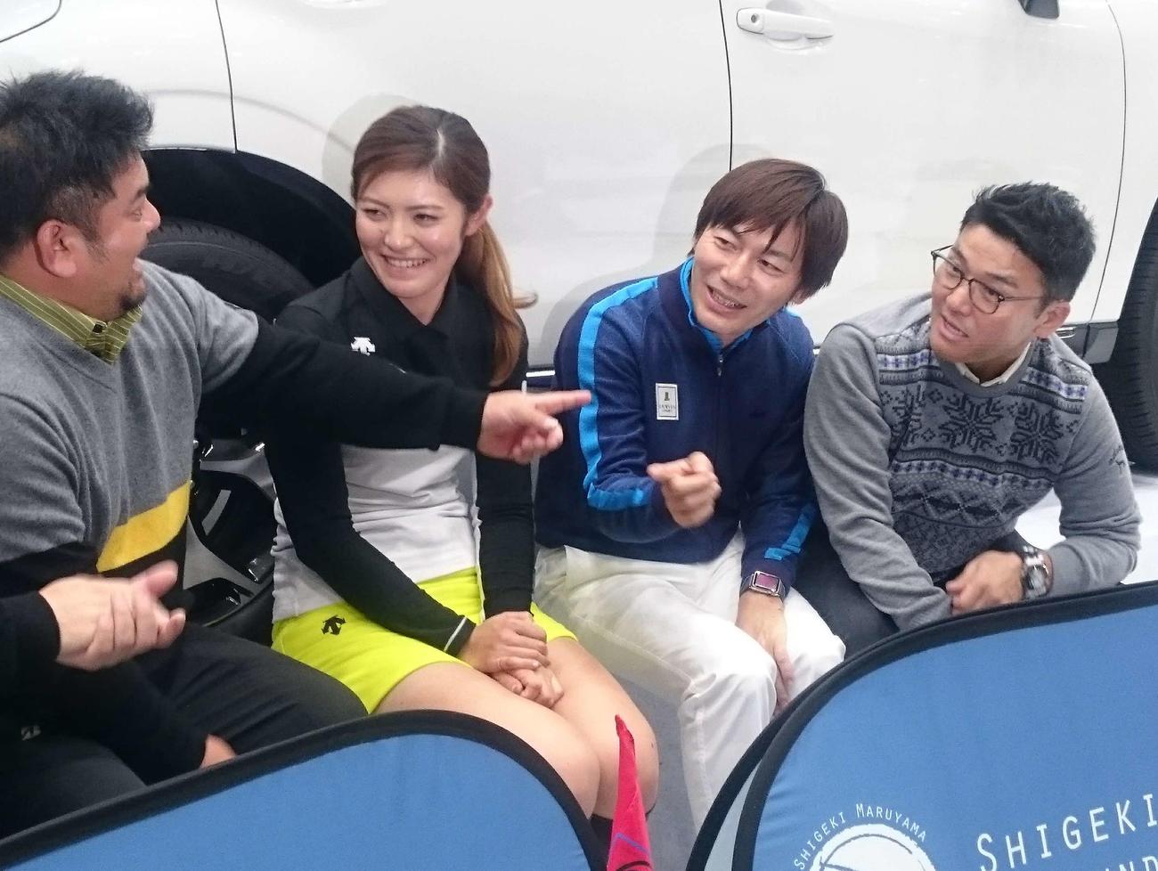 イベントで談笑する、左から宮里聖志、渡辺彩香、内藤雄士、丸山茂樹(2016年12月23日撮影)