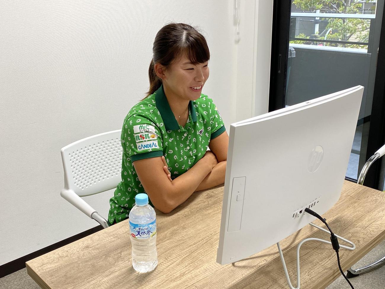 オンラインで取材に応じた渋野(日本女子プロゴルフ協会提供)