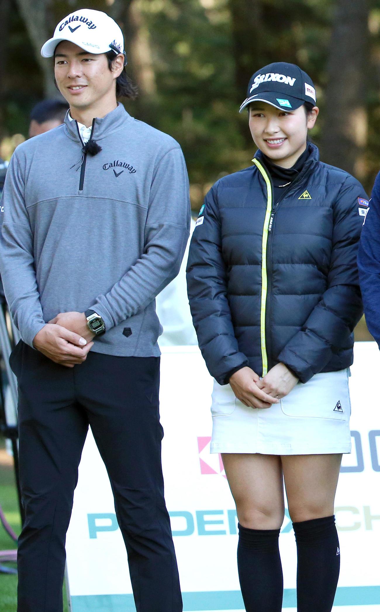 テレビマッチ「京セラフェニックスチャレンジ」の収録で笑顔を見せる石川(左)と小祝(撮影・上山淳一)