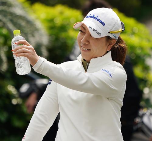 第34回ダイキンオーキッドレディスゴルフトーナメント 練習グリーンにやってくる宮里美香(撮影・清水貴仁)