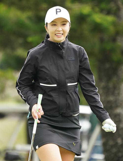 第34回ダイキンオーキッドレディスゴルフトーナメント 練習ラウンドをまわる菊地絵理香(撮影・清水貴仁)