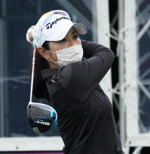 第34回ダイキンオーキッドレディスゴルフトーナメント 練習ラウンドをまわる諸見里しのぶ(撮影・清水貴仁)