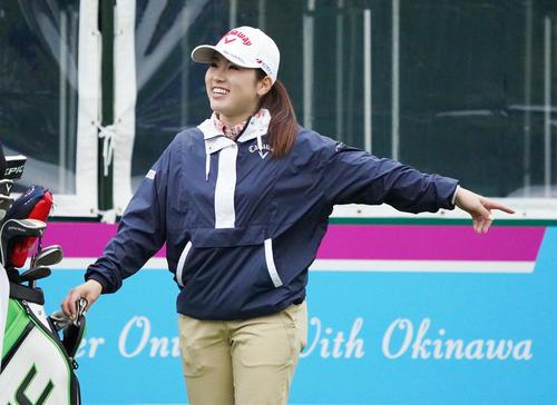 第34回ダイキンオーキッドレディスゴルフトーナメント 練習ラウンドをまわる西村優菜(撮影・清水貴仁)