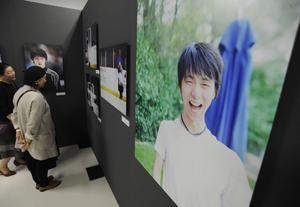 羽生の4年間を追った写真展がアイスリンク仙台で開催されている
