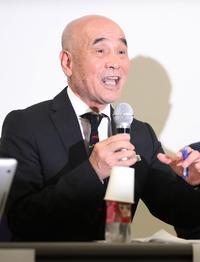 会見する「日本ボクシングを再興する会」の鶴木氏(撮影・野上伸悟)