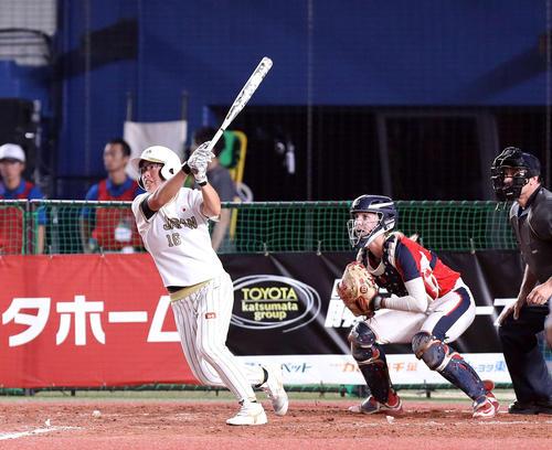 日本対米国 6回表日本無死、左中間越えに同点ソロ本塁打を放つ藤田(撮影・河野匠)
