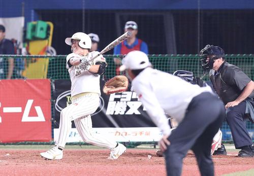 日本対米国 10回表日本無死二塁、勝ち越し2点本塁打を放つ藤田(撮影・河野匠)