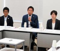 スポーツ庁が不祥事対応策を講じるプロジェクトチームの第1回会合を開き、あいさつする鈴木長官(中央)(撮影・三須一紀)