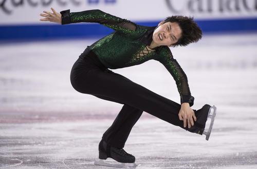 スケートカナダ男子フリー 演技する友野一希(AP)