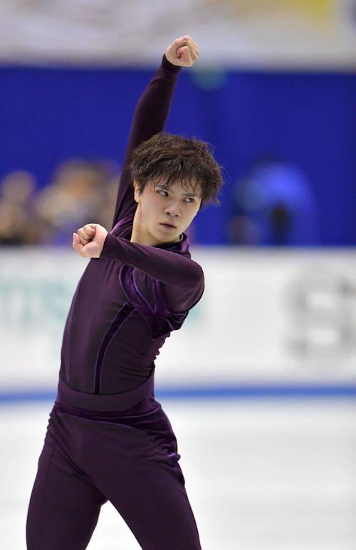 SPで華麗な演技を披露した宇野昌磨は気合の入った表情でフィニッシュポーズを決める(撮影・上田博志)