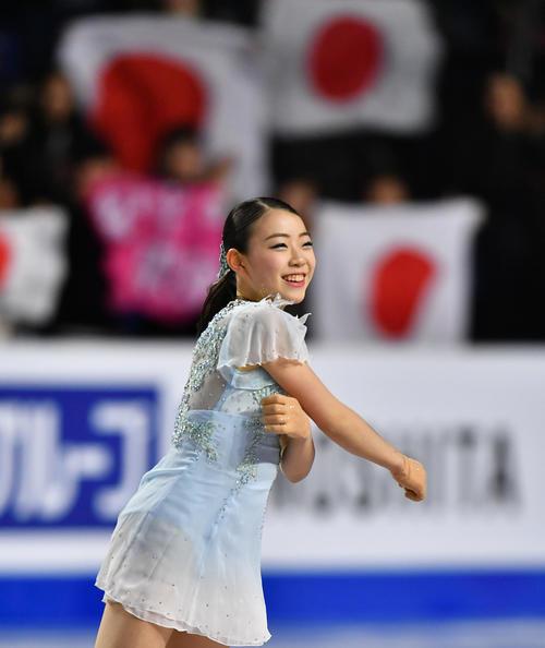 グランブリファイナル女子SPの演技を終え、笑顔を見せる紀平(撮影・菅敏)