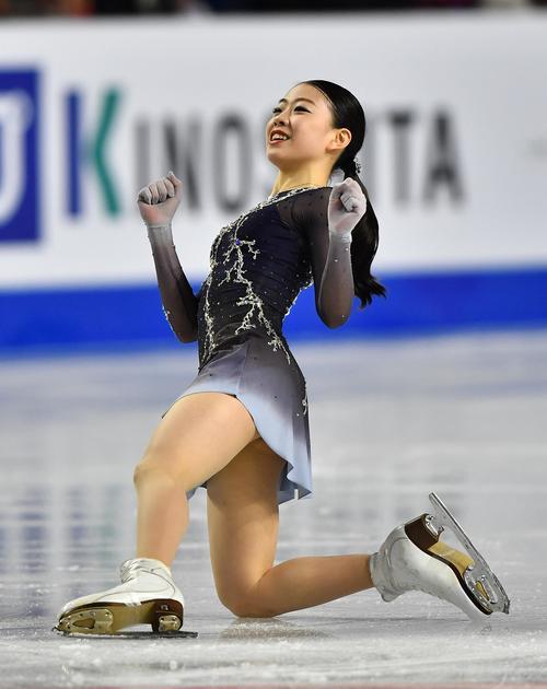 グランプリファイナル女子フリーの演技を終え、笑顔を見せる紀平(撮影・菅敏)