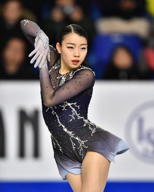 グランプリファイナル女子フリーで演技をする紀平(撮影・菅敏)
