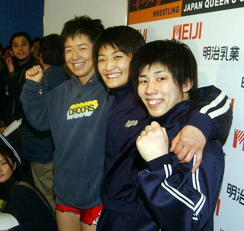 五輪出場を決め笑顔を見せる、右から吉田沙保里、伊調馨、浜口京子