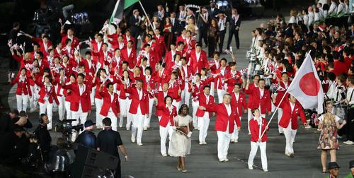 吉田沙保里旗手を先頭に行進する日本選手団(2012年撮影)