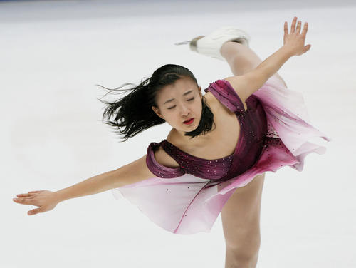 女子SP 演技する坂本花織(共同)
