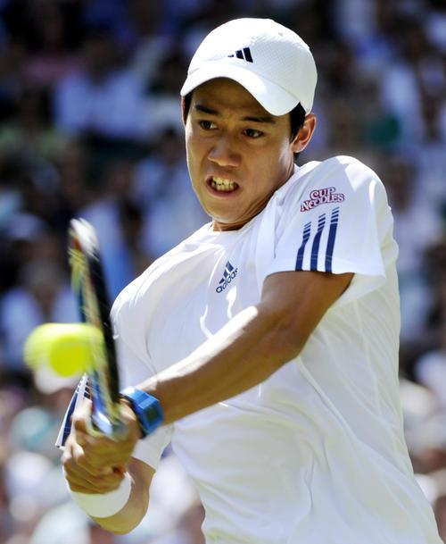 ウィンブルドンテニス・2日目・男子シングルス1回戦 男子シングルス1回戦でナダルと対戦する錦織圭=2010年6月22日(共同)