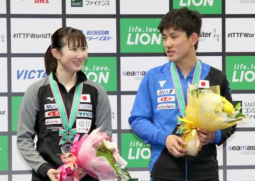 混合ダブルスで準優勝となった張本(右)、早田組(撮影・佐藤翔太)
