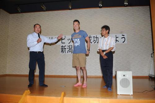 決起集会で顔をそろえた県出身の元五輪選手、スタッフ。左から仁多見副理事長、平野氏、佐々木氏
