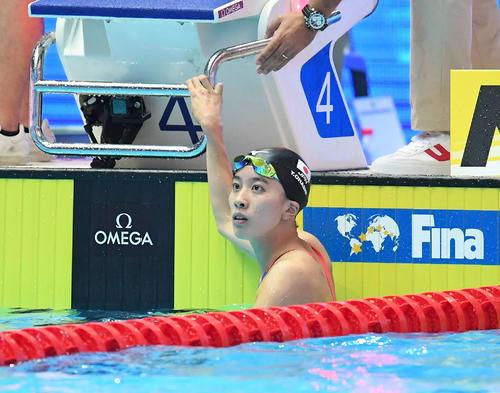 女子200メートル個人メドレー予選に出場し、タイムを確認する大橋(撮影・鈴木みどり)