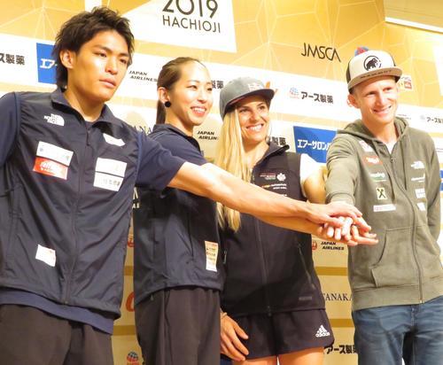 世界選手権の前日会見に出席した(左から)楢崎智亜、野口啓代、ペトラ・クリングラー、ヤコブ・シューベルト(撮影・峯岸佑樹)