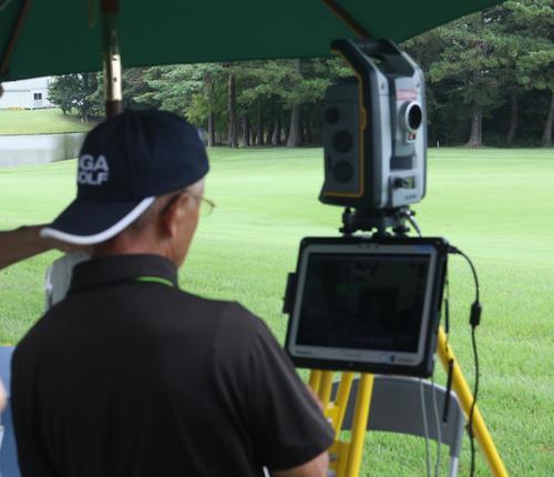 コース上に設置されているフェアウエーレーザー測定器