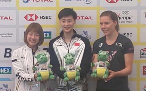 バドミントン世界選手権の前日会見を行った女子シングルスの奥原希望(左)(撮影・松熊洋介)