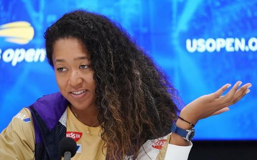 全米オープン・女子シングルスで4回戦でベンチッチに敗れ、会見で記者の質問に答える大坂(撮影・菅敏)