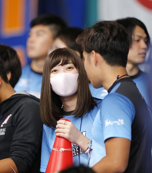 競泳の日本学生選手権の応援に駆けつけた池江璃花子(共同)