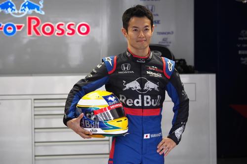 F1第17戦日本GPのフリー走行1回目に出走する山本尚貴