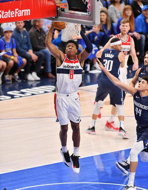 NBA開幕戦・マーベリックス対ウィザーズ第2クォーターでシュートを決めるウィザーズ八村(撮影・菅敏)