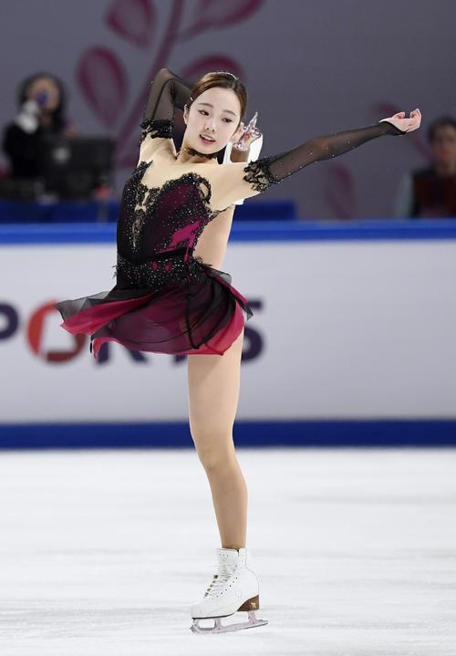 女子SPで6位の本田真凜(共同)