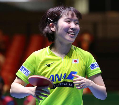 日本対韓国 第3ゲームのシングルスに勝利し笑顔を見せる平野(撮影・河野匠)
